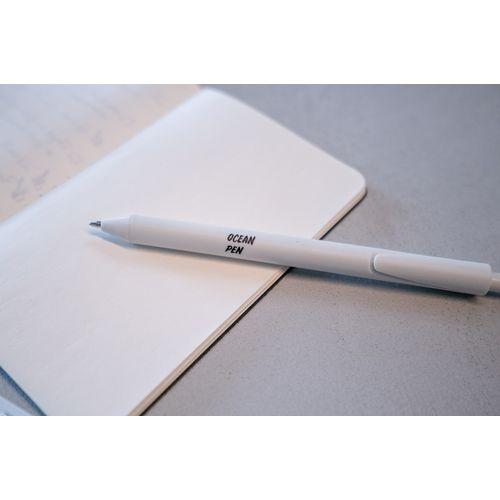 Ce stylo est fait de plastique océanique recyclé (RPP) de Plastic Bank, ce qui en fait le cadeau parfait, durable et socialement responsable.