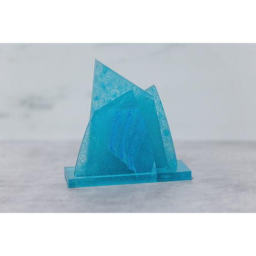 Trophée du prix Iceberg fabriqué avec des masques faciaux recyclés