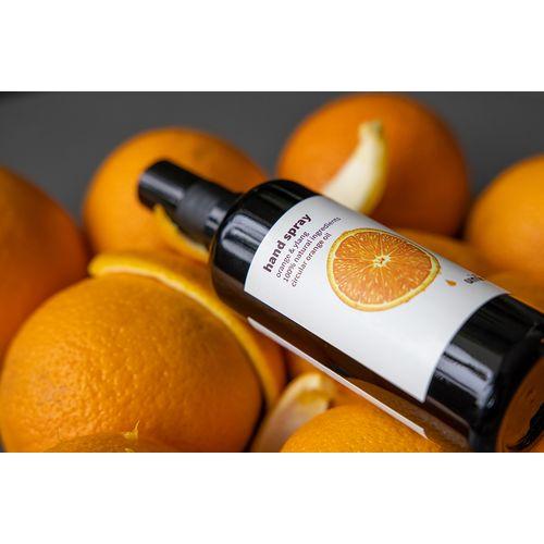 Spray anti-bactérien pour les mains à base d'huile d'écorce d'orange.