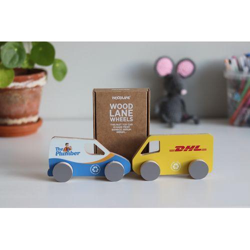Jouet circulaire: modèle camionnette de livraison - réalisé à partir d'anciens panneaux publicitaires