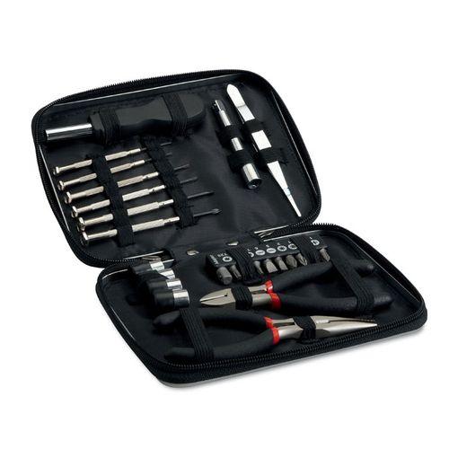 Jeu d'outils dans une boite