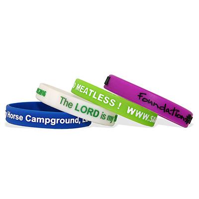 Bracelets en silicone en relief et imprimés, taille large / adulte