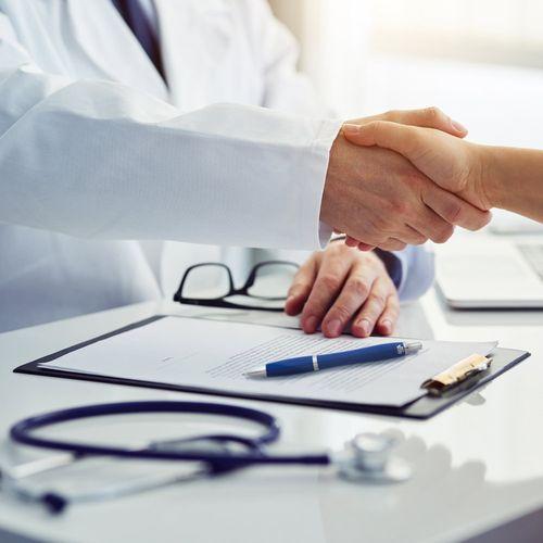 MANZONI. Stylo bille en ABS avec traitement antibactérien - ISOCOM - OBJETS ET TEXTILES PERSONNALISES - NANTES