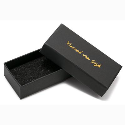 Petite boîte noire en carton