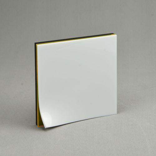 Plaque en plexiglass